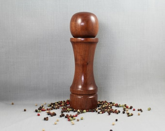 Twist Top Peppermill with Walnut Wood Body / Superior CrushGrind Mechanism. Item #20