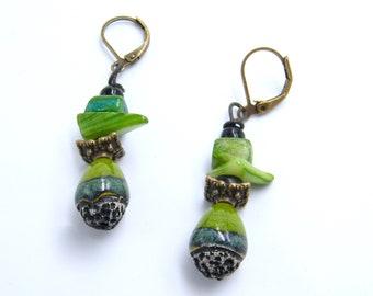 Boucles d'oreilles rustiques - céramique raku émaillée - bijou artisanal - nacre - verre - pièce unique - les bijoux de francesca