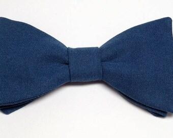 Bow tie Blue shiny straight edges