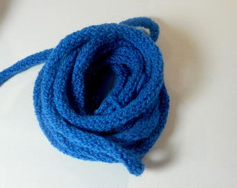 electric blue knitting to create the meter