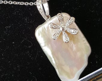 18ct White Gold Mother-of-Pearl and Diamond Pendant with matching Ear Pendants