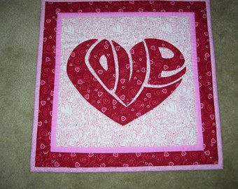Valentine's Day quilt-Love quilt-Heart quilt-Machine quilted and appliqued