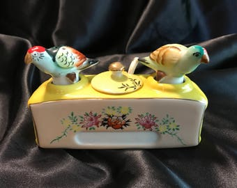 Vintage parrot bird salt and pepper shaker condiment set mustard dish  1950s kitschy