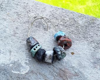 7 perles multicolores en ceramique raku