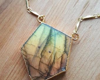 15% OFF SALE Pentagon Labradorite Necklace 14K Gold Filled Bar Chain Necklace / Labradorite Pendant / Flash Labradorite Stone / Necklace / G