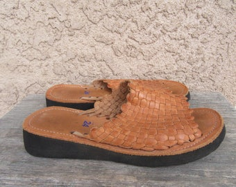 1970s Peeptoe Huaraches Slides Mules Woven Leather Sandals 70s 80s 1980s Vintage Size 8.5 Wedge Shoes