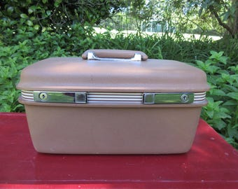 Vintage Tan Samsonite Concord Makeup Travel Train Case with Keys