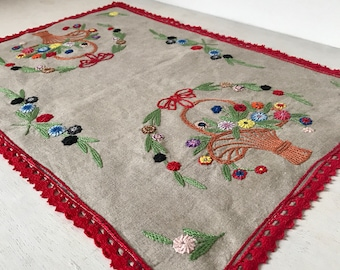 FRENCH VINTAGE EMBROIDERY / Tablecloth / Cloth / Tablerunner / Linen / Shabby chic / Embroidery / Broderie / Floral / Shabby chic / Lace