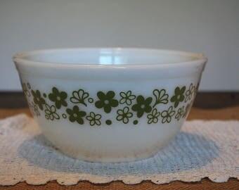 Medium Crazy Daisy/Spring Blossom Vintage Pyrex Mixing Bowl (402)