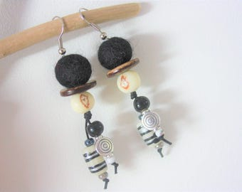 """The world """"Quechua"""" black & white Collection earrings"""