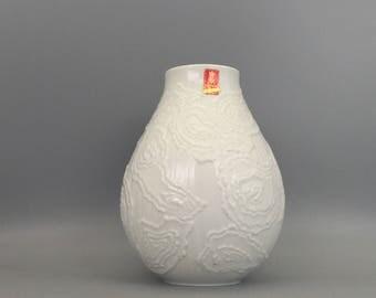 AK Kaiser 198  white porcelain  relief  OP ART vase Mid Century Modern 1960s  Germany.