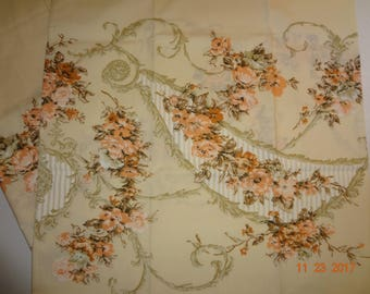 "Pair of Vintage Floral Print Pillowcases - 21""x34"""