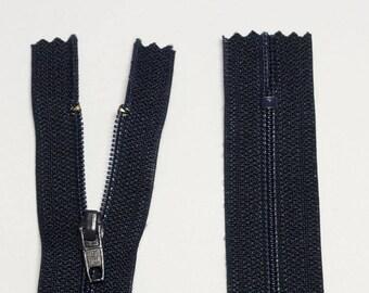 Zipper has a zipper 18cm black