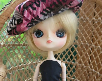 dress and beret Dal and Blhythe