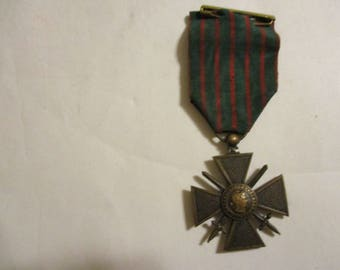 Antique French WWI Croix De Guerre medal dating circa 1918 to early 1930's.