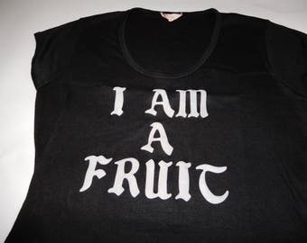 "1970s black slogan tee ""I AM A FRUIT"" gay pride novelty word tee ribbed knit XS cap sleeve shirt black silver lgbtq seventies tee"