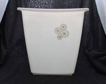 Vintage Rubbermaid White Plastic Trash Can / Waste Basket