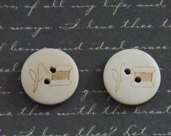 2 buttons natural wood and engraving spool/needle 20mm