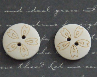 2 buttons natural wood and engraving flower 20mm