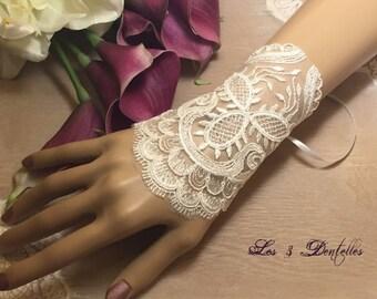 Wedding ivory lace Cuff Bracelet * 3 lace *.