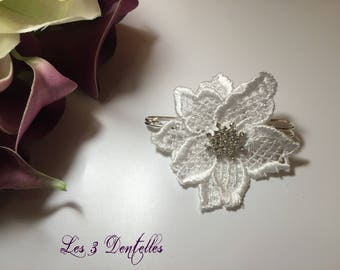 Attached behind lace rhinestone wedding brooch * 3 lace *.
