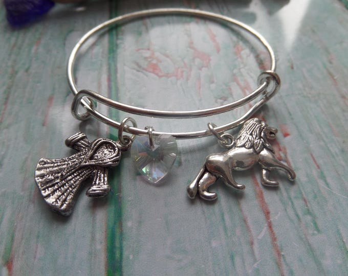 Narnia themed gift, narnia bangle, aslan lion gift, lion bracelet, narnia favors, narnia bracelet, courage dear heart,  fur coat bangle, UK