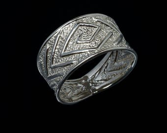 Ring with stamped silver spiral diamond jewelry