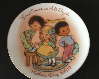 Mother's Day Plate ~ Love Comes in All Sizes ~ Mother's Day 1984 ~ Avon ~ Collectible ~ Vintage