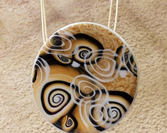 Transparent spiral necklace and caramel shades