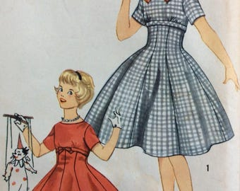 Simplicity 2669 vintage 1950's girls dress sewing pattern size 14 bust 32  Uncut  Factory folds