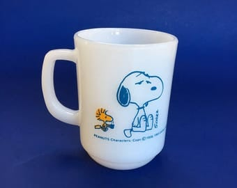 Vintage Snoopy Peanuts Fire king Mint Milk Glass Coffee Mug Cup Coffee Break Fireking