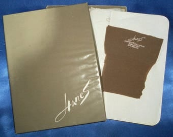 """2 Pairs of Vintage 1960's Hanes """"Barely There"""" Cantrece II Stockings - 10-11"""
