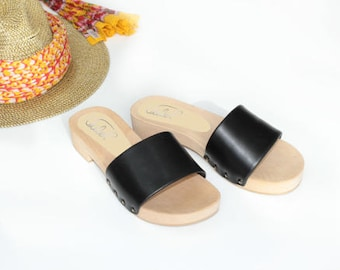 Leather sandals in black. Leather mules, casual sandals with wooden sole, summer sandals, wooden sandals, flat woman shoes, low heel sandals