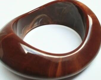 Vintage lucite swirl brown caramel bangle
