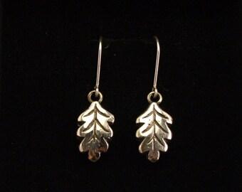 Tammenlehvä-korvakorut/ Oak leaf earrings