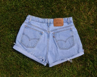 Vintage Levi's High Waisted Shorts SIZE 9 or 10