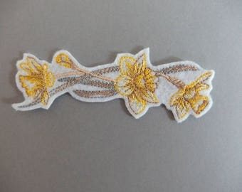 Coat length Daffodil flowers border patch applique