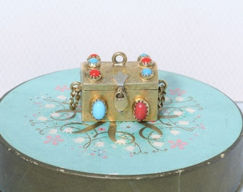 10K Yellow Gold Coral & Turquoise Vintage Estate Treasure Chest Trunk Charm      et9