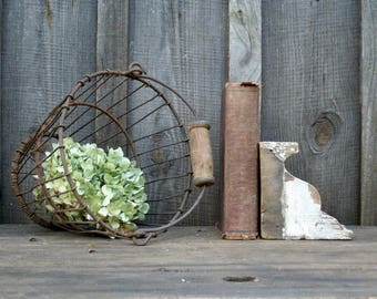 Old Time Metal Wire Basket, Farmhouse Basket, Metal Farmhouse Egg Basket, Market Shopping Basket,Country Farmhouse Home Decor