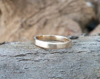 Unisex flat textured wedding band, gold ring for men and women, classic simple ring