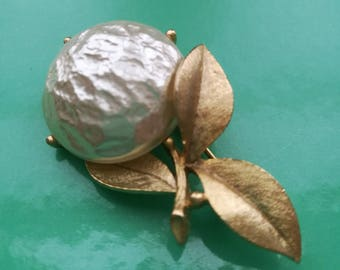 SARAH COVENTRY Baroque Pearl Bloom Gold Tone Brooch Pin