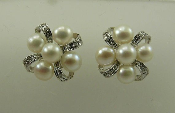 Freshwater White Pearl Earrings 14k White Gold and Diamonds 0.04ct