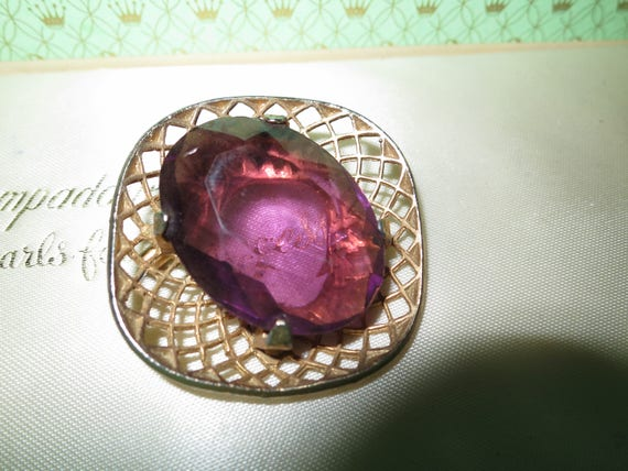 Vintage 70s Retro Gold Plate Amethyst Purple Glass Stone Brooch