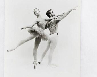B&W Ballet Photo Postcard, ft. de Péri/de Rochemont, two beautiful dancers, by Stanislaus, unwritten, publisher: De Lantac, Netherlands