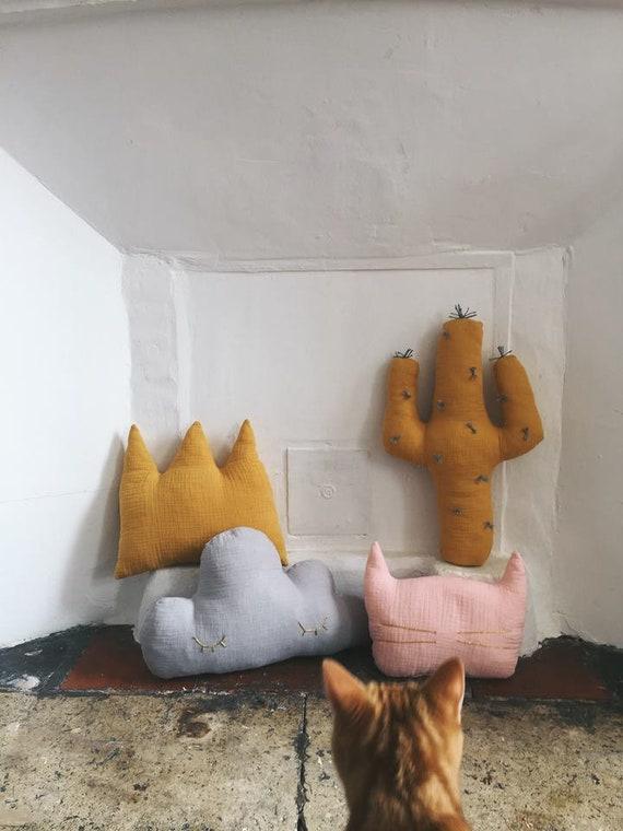 Blanket - Henrico - Crown - Crown - Handmade - soft Cactus - the Rochelle cushion