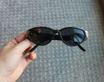 Vintage black frames sunglasses cat eye silver embellishment