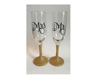 Mrs and Mr champagne flutes, Mr and Mr champagne flutes, Mrs and Mrs champagne flutes, wedding flutes, glitter champagne flutes,