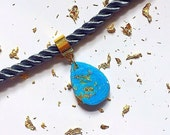 NEW  Blue And Gold Leaf  Teardrop  Trapped Choker Necklace