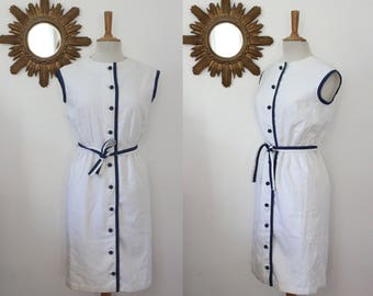 Tergal white dress, 60's 70's vintage, buttoned front, midi, sleeveless, edging blue, belt, M/L, en 40/42, Usa 10/12, Uk 12/14