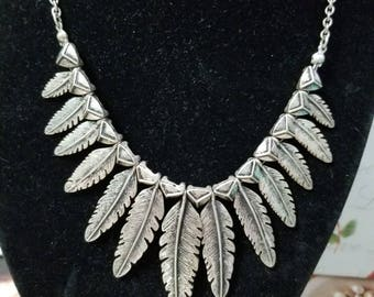 Vintage Pewter Colored Metal Feathers Choker